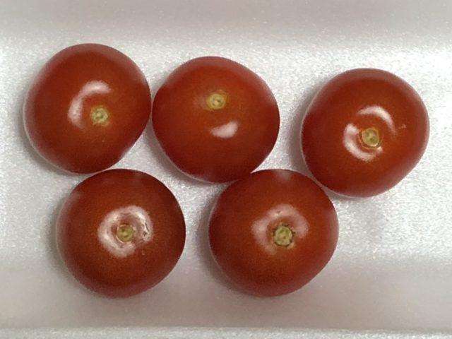 ヘタを取ったミニトマト