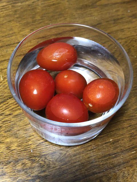 冷凍ミニトマト皮むき水浸け